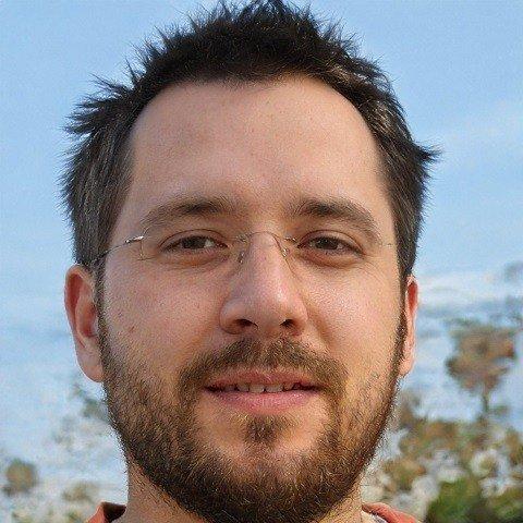 Aleks Zielinski Associate Editor